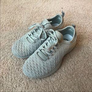APL Techloom Phantom Sneakers size 7.5